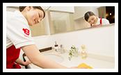 蛇口、洗面ボウルについた蓄積汚れを落とし、磨き上げます。